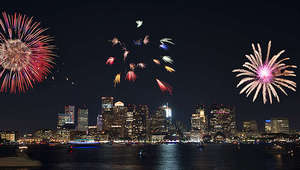 1503681430-end_of_summer_fireworks_cruise_tickets