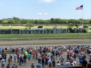 Suffolk_downs_people_