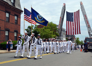 Sailors_march_in_2013_bunker_hill_day_parade_130616-n-su274-130
