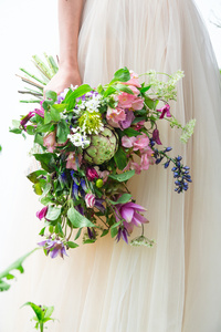 Natural_style_bouquets_flowing_cascade