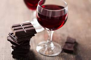 Dark-chocolate-red-wine