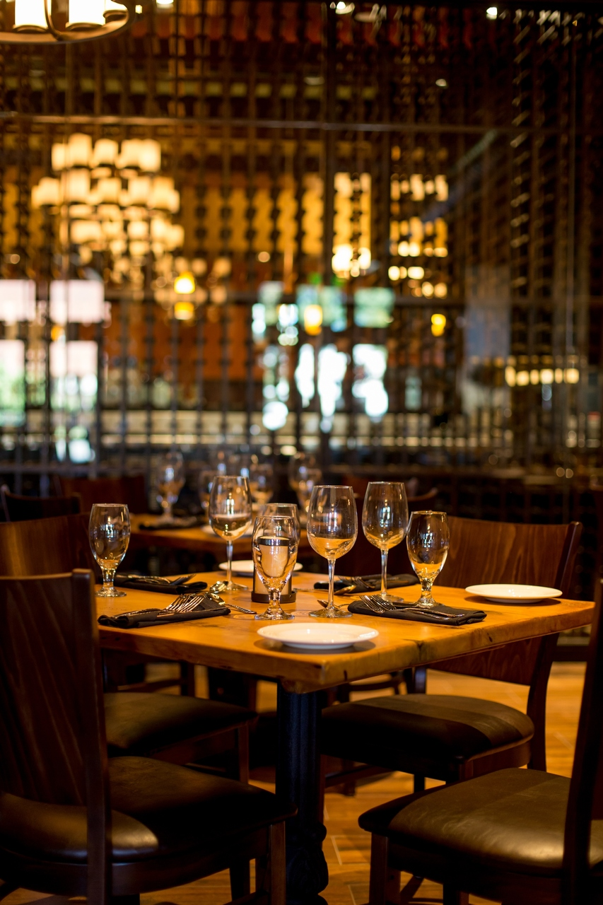Tuscan Kitchen Hosts Dueling Pianos Dinner Show In