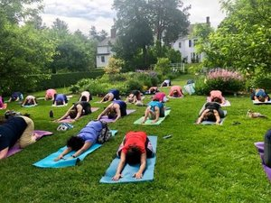 Yoga_in_the_gardens_